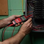 MILWAUKEE - 2213-20 - Voltmètre automatique avec essai de continuité et de résistance
